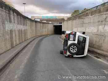Vuelca el coche conduciendo bebido en Alcalá y le encuentran una pistola cargada - La Voz de Alcalá