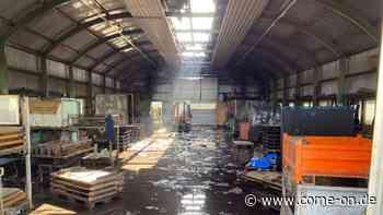 Brand in Balve-Garbeck: Gabelstapler brannte in Halle - Gas strömte aus - come-on.de