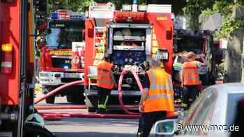 Feuerwehr: Haus in Ahrensfelde in Flammen aufgegangen – ein Schwerverletzter - moz.de