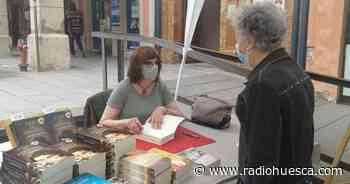 Carmen Santos cautiva a los lectores en Librería Castillón de Barbastro - Radio Huesca