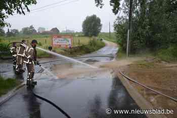 Water en modder in straten en woningen