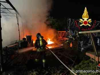 Incendio in un capannone a Mariano Comense - Prima Como