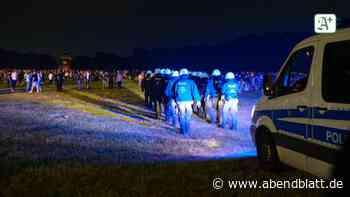 Newsblog für den Norden: Massenparty im Stadtpark: Polizei attackiert und sabotiert