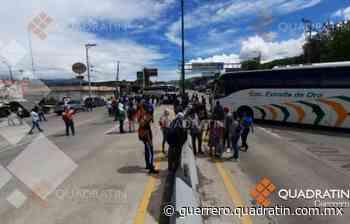 Bloquean normalistas de Ayotzinapa la autopista en Chilpancingo - Quadratin Guerrero