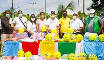 Iderbol entregó uniformes e implementación deportiva en Pinillos - Caracol Radio