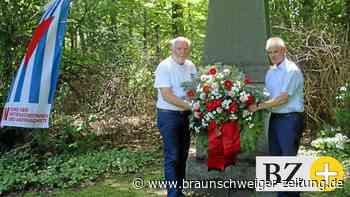 Kranz zum Gedenken an Kriegsopfer in Salzgitter niedergelegt