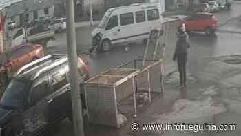 Duro accidente en esquina de Río Grande entre combi de pasajeros y un auto - Infofueguina