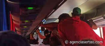 Ônibus quebra e Novo Horizonte aglomera passageiros entre Barra do Choça e Vitória da Conquista - Agência Sertão