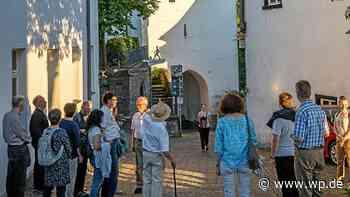 """Arnsberg: Mit """"Stöckelschuh und Spitzenhaube"""" - Westfalenpost"""