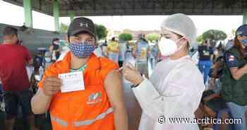 Emocionada, agente de limpeza pública de Manacapuru recebe primeira dose da vacina contra Covid-19   Coronavírus - A Crítica