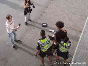 Vancouver police called out to large fight near English Bay (VIDEO)