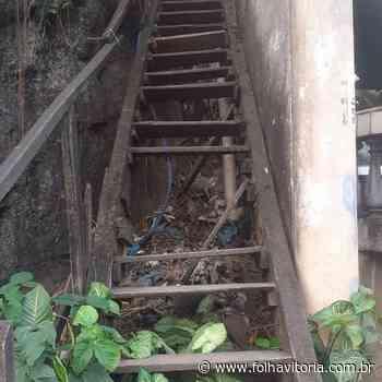 VÍDEO   Escada quebra com bombeiros durante socorro à idosa em Cariacica - Folha Vitória