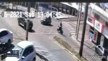 Motociclista bate em carro e fica gravemente ferido em Alfenas, MG - G1