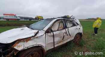 Cinco pessoas ficam feridas após carro capotar na BR-277, em Guarapuava - G1