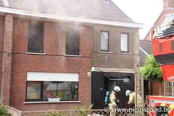Hevige brand maakt huis onbewoonbaar: oorzaak mogelijk omdat kat inductievuur aanzet<BR />