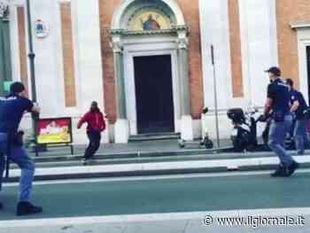 Roma, chi è davvero il ghanese che ha cercato di accoltellare un poliziotto