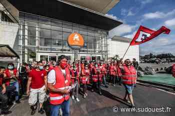 Pau : « Trop c'est trop ! », les salariés d'Auchan se mobilisent - Sud Ouest