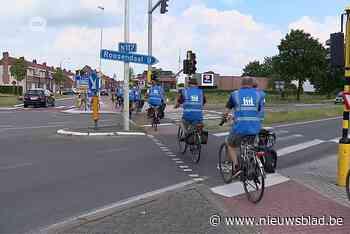Ouders fietsen langs plaatsen waar hun kinderen om het leven kwamen