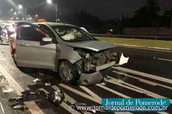 Motorista de aplicativo fica ferido após acidente, na Rua Humberto de Campos, em Blumenau - Jornal de Pomerode