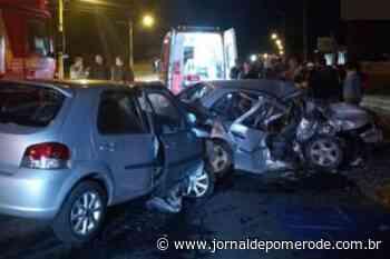Vídeo: Duas pessoas morrem após colisão entre dois veículos, no Alto Vale - Jornal de Pomerode