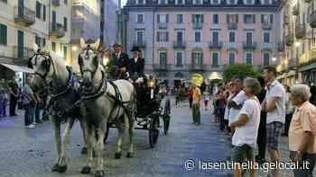 Ivrea, i cavalli della fiera di San Savino in piazza Freguglia. Sfilata delle carrozze il sabato sera - La Sentinella del Canavese