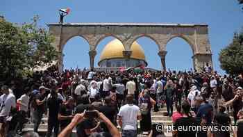 Palestinianos entram em conflito com polícia israelita na mesquita Al-Aqsa - Euronews