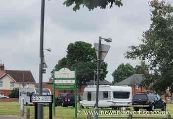 Travellers remain encamped at a common in Newark - Newark Advertiser