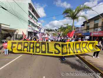 Protesto contra Bolsonaro acontece tímido e com pouca adesão em Itabira - DeFato Online
