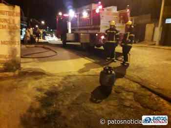 Bombeiros atendem ocorrência de incêndio no Bairro Caramuru em Patos de Minas - Patos Notícias