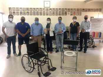 Rotary Club Patos de Minas compra mais 16 cadeiras de rodas e banho para empréstimos à população - Patos Notícias