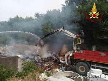Vanno a fuoco i rifiuti in un deposito in corso Savona, intervento dei pompieri - LaVoceDiAsti.it