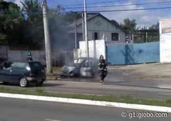 Carro pega fogo e mobiliza bombeiros em Itapeva - G1