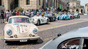 La magia della 1000 Miglia in piazza Bra: le auto da sogno omaggiano Verona - L'Arena
