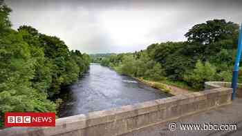 Boy dies after being pulled from River Clyde - BBC News