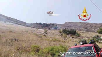 VIDEO | Incendio tra Partinico e Balestrate, intervengono due canadair e un elicottero - PalermoToday