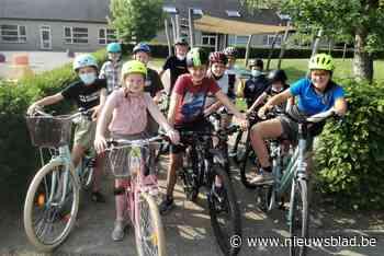 Vrijwilligers en politie steken handje toe bij fietsexamen van zesdejaarsleerlingen - Het Nieuwsblad