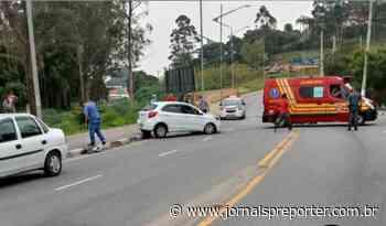 SP Acidente em Embu das Artes envolve três veículos Bombeiros e a Polícia - Jornal SP Repórter News