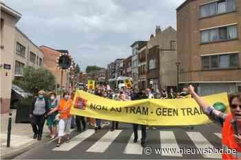 Tweehonderd bewoners trekken straat op tegen komst van nieuwe tramlijn
