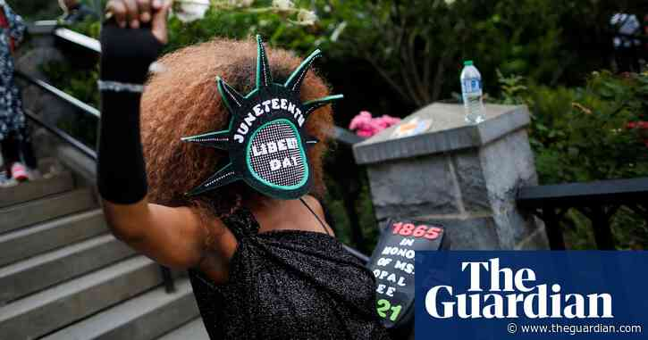 People across New York celebrate Juneteenth as federal holiday –video