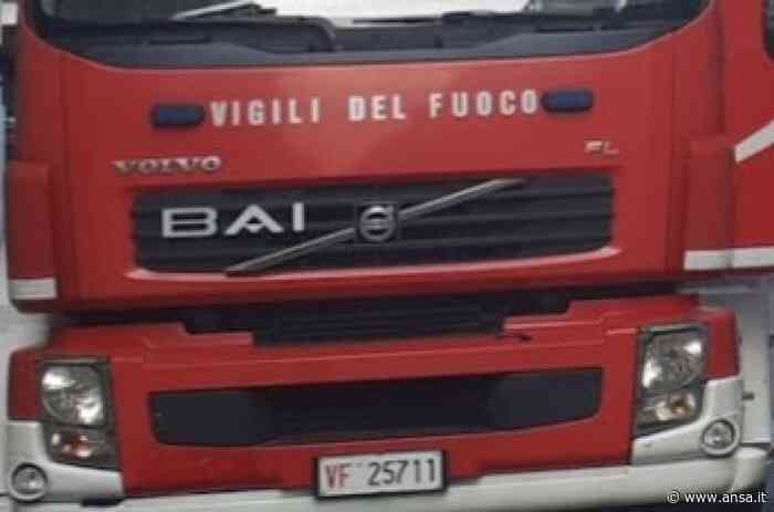 Migranti: incendio vicino ghetto Foggia, intossicati Cc e Vf - Agenzia ANSA