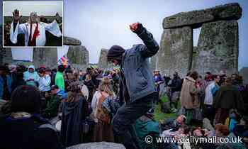 Druids DEFY Covid ban at Stonehenge: Police move on hundreds at Neolithic site