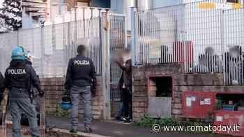 Panico al centro d'accoglienza: ospite distrugge locali con un estintore e si scaglia contro gli agenti