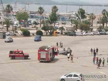 Alghero, auto si ribalta nel parcheggio: sul posto i Vigili del fuoco - Sassari Oggi