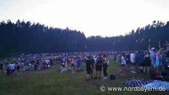 Massen strömen zu Abiparty: 2000 Menschen feiern am Baggersee in Sengenthal - Nordbayern.de