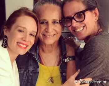 Maria Bethânia recebe o carinho e a homenagem de Mariana Ximenes - FolhaGO
