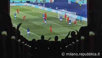 Milano, il teatro Martinitt diventa stadio per Italia - Galles e al gol degli azzurri esplode la festa - La Repubblica