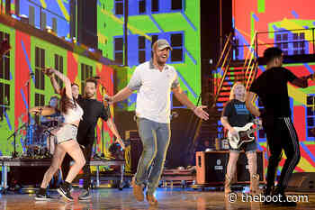 PICS: Country Stars Soak Up Summertime