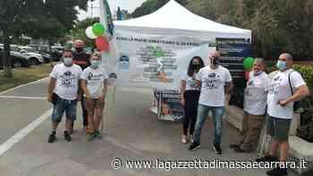 "La manifestazione di Fratelli d'Italia ""Onda tricolore"" a Marina di Carrara - La Gazzetta di Massa e Carrara"