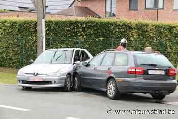 Bestuurder raakt andere wagen in de flank: veel materiële schade