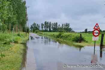 """Straat afgesloten voor alle verkeer door overstroming: """"We houden ons hart vast"""""""